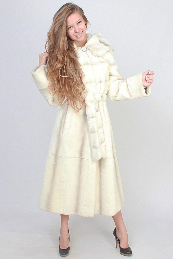 Белая длинная стильная шуба