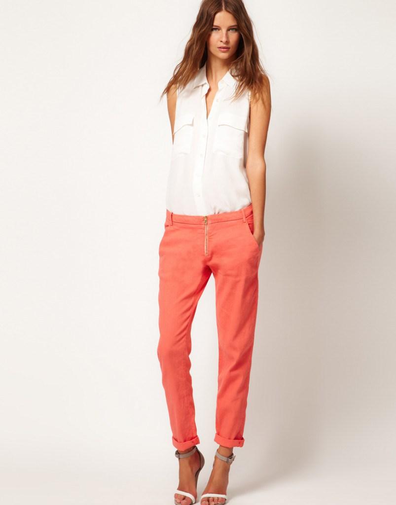Стильные оранжевые брюки из льна