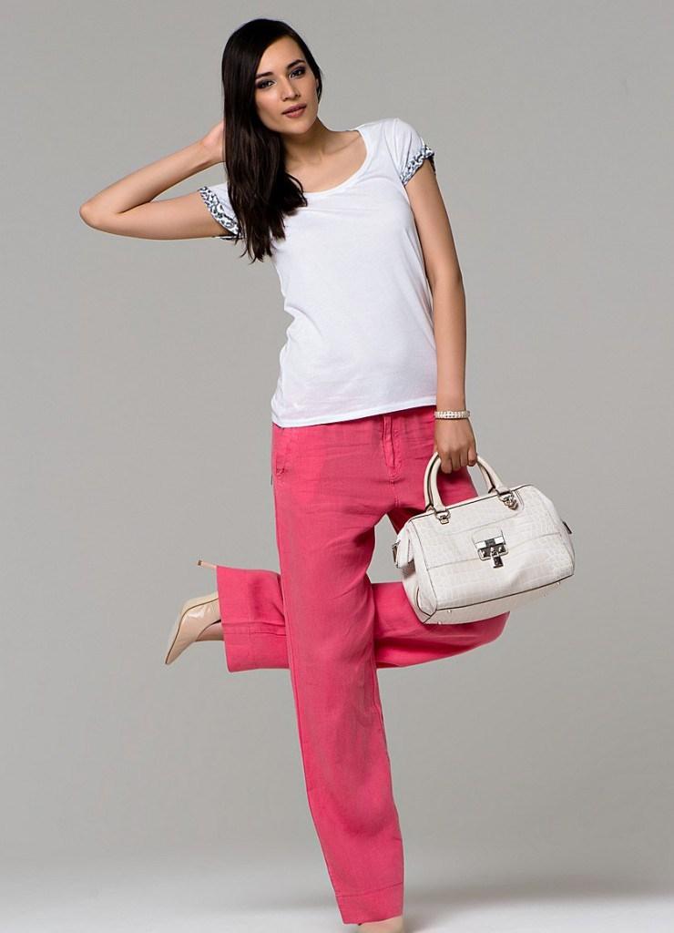 Розовые брюки из льна