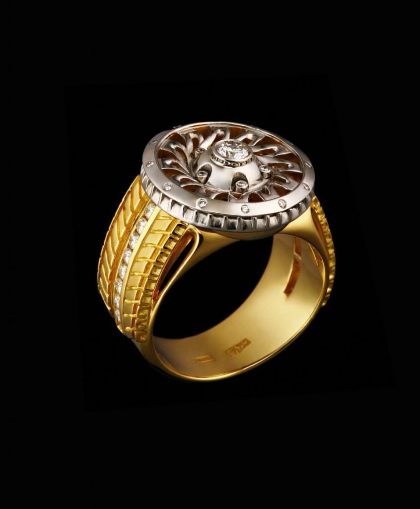 Мужское золотое кольцо с бриллиантами