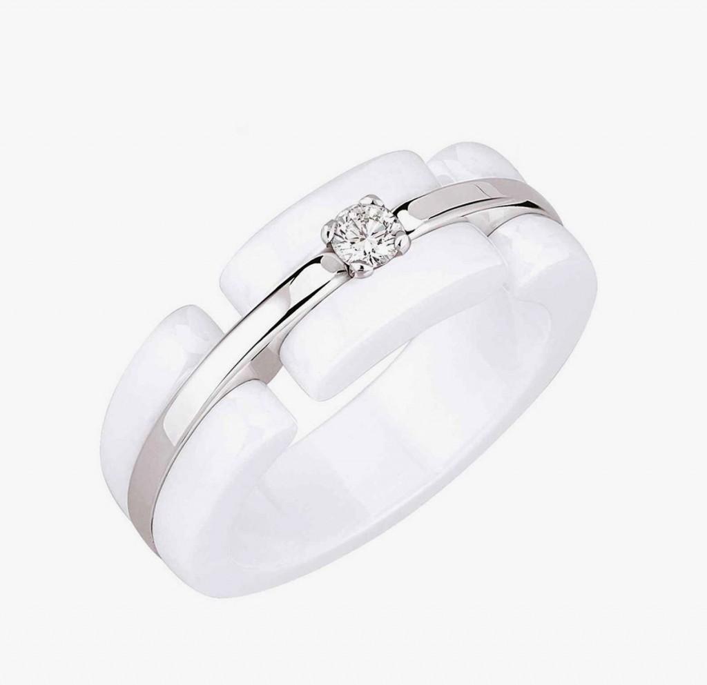 Керамическое белое кольцо с бриллиантом