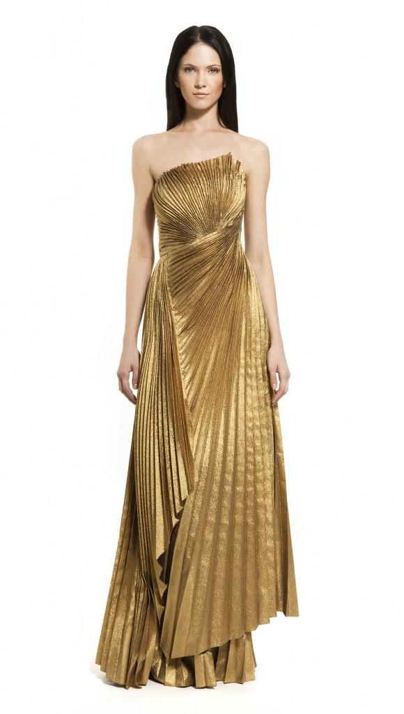 Красивое золотое платье со складками