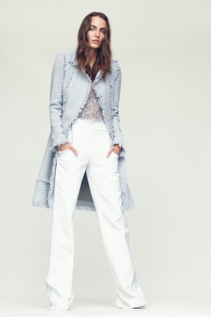 Уличный образ с белыми брюками