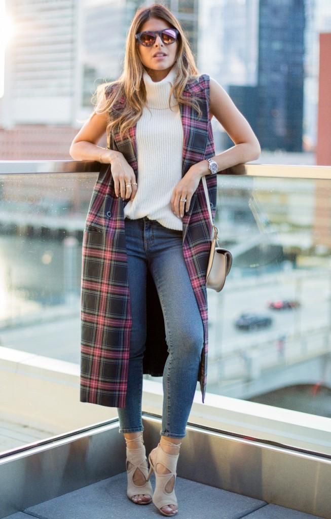 Модный женский уличный образ с джинсами