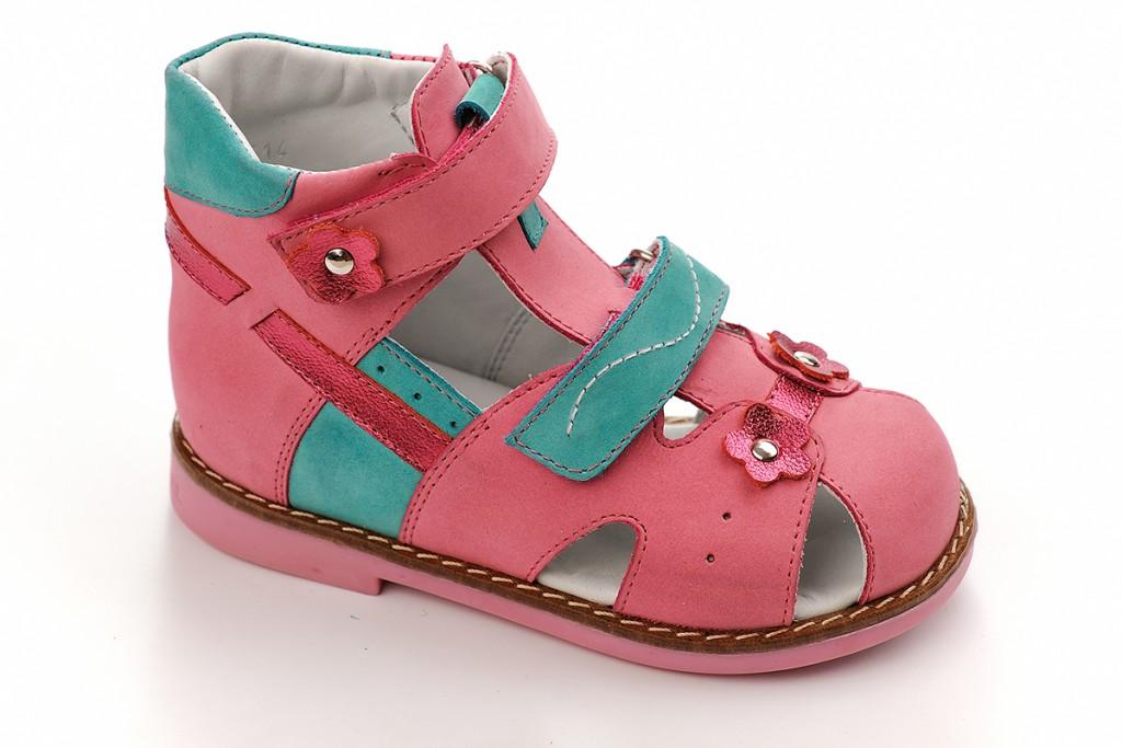 Модные детские сандалии