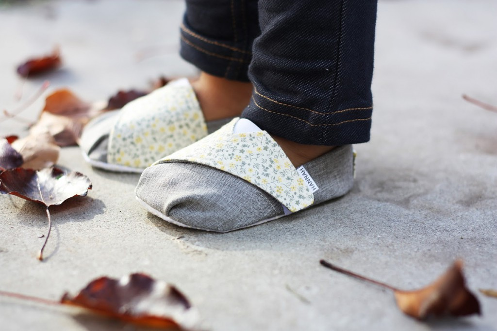 Модные детские сандалии из ткани
