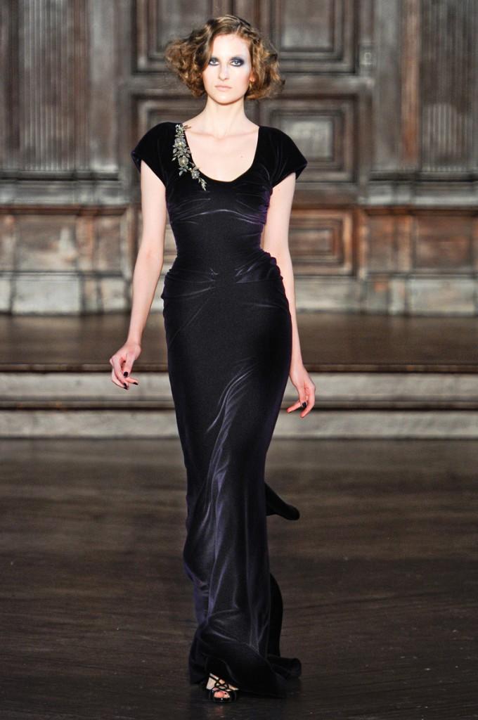 Готическое облегающее платье