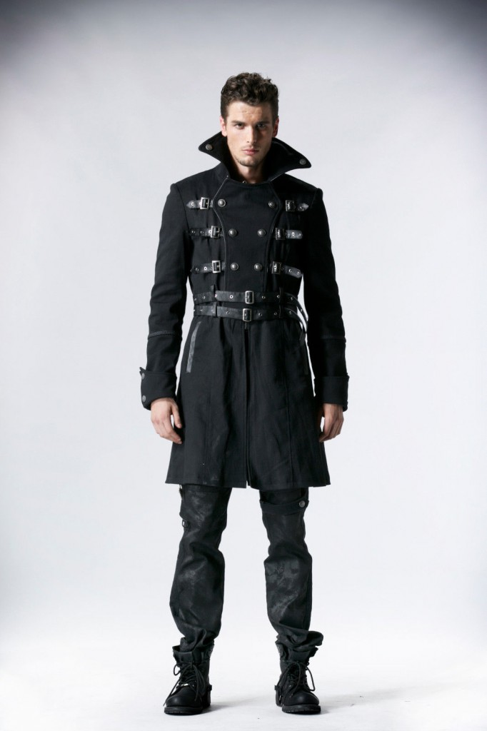 Готическое мужское пальто