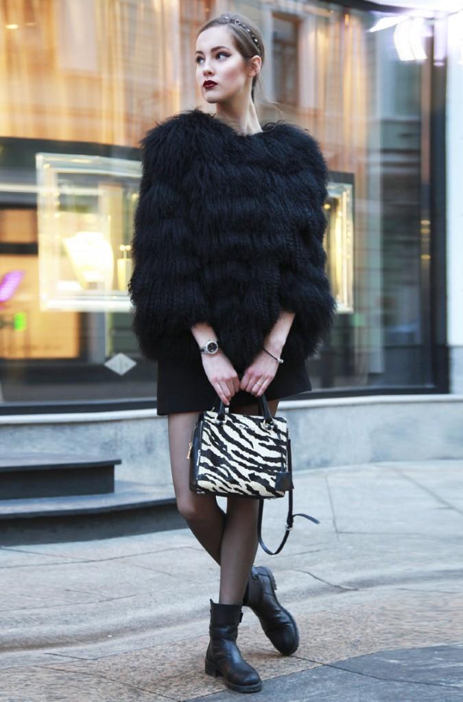 Черная стильная шуба из ламы