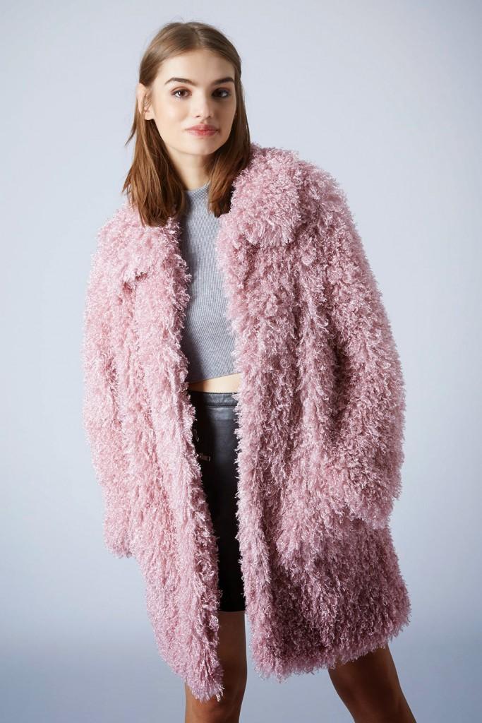 Темно-розовая шуба из ламы