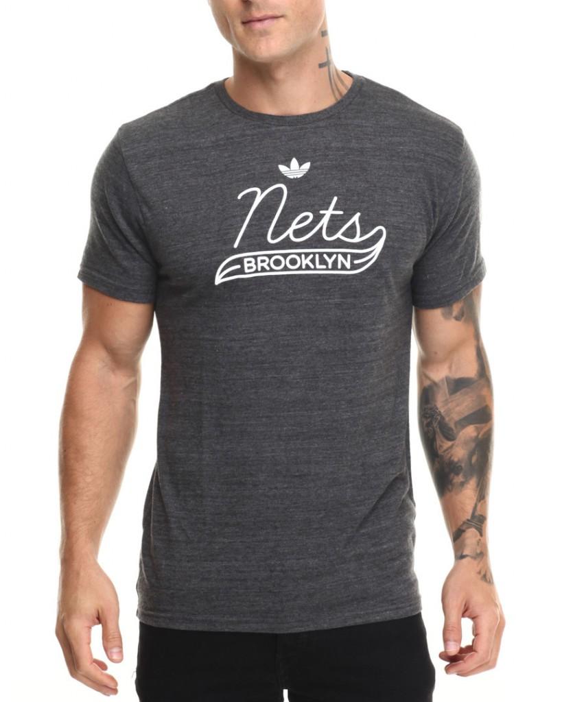 Модная мужская футболка в ретро стиле