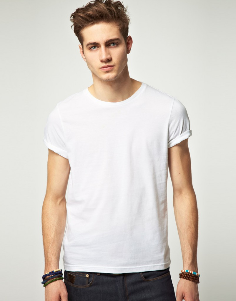 Модная мужская белая футболка