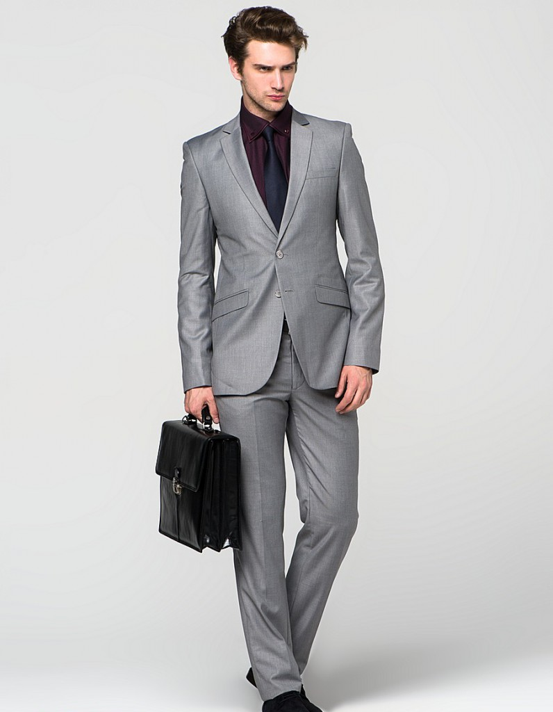 Модный серый мужской костюм