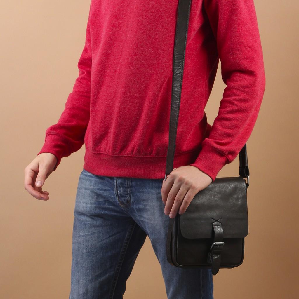 Небольшая мужская черная сумка через плечо