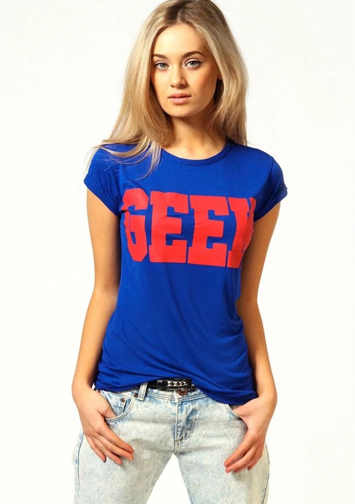 Модная синяя футболка с текстом