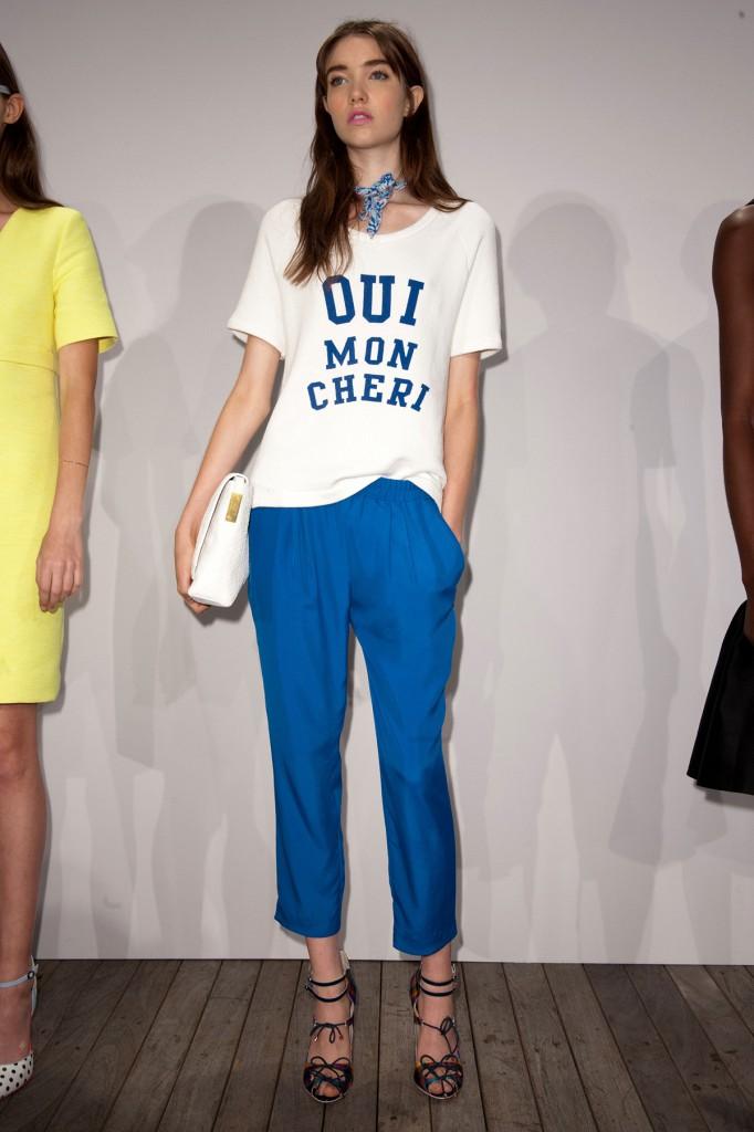 Модная белая футболка с текстом