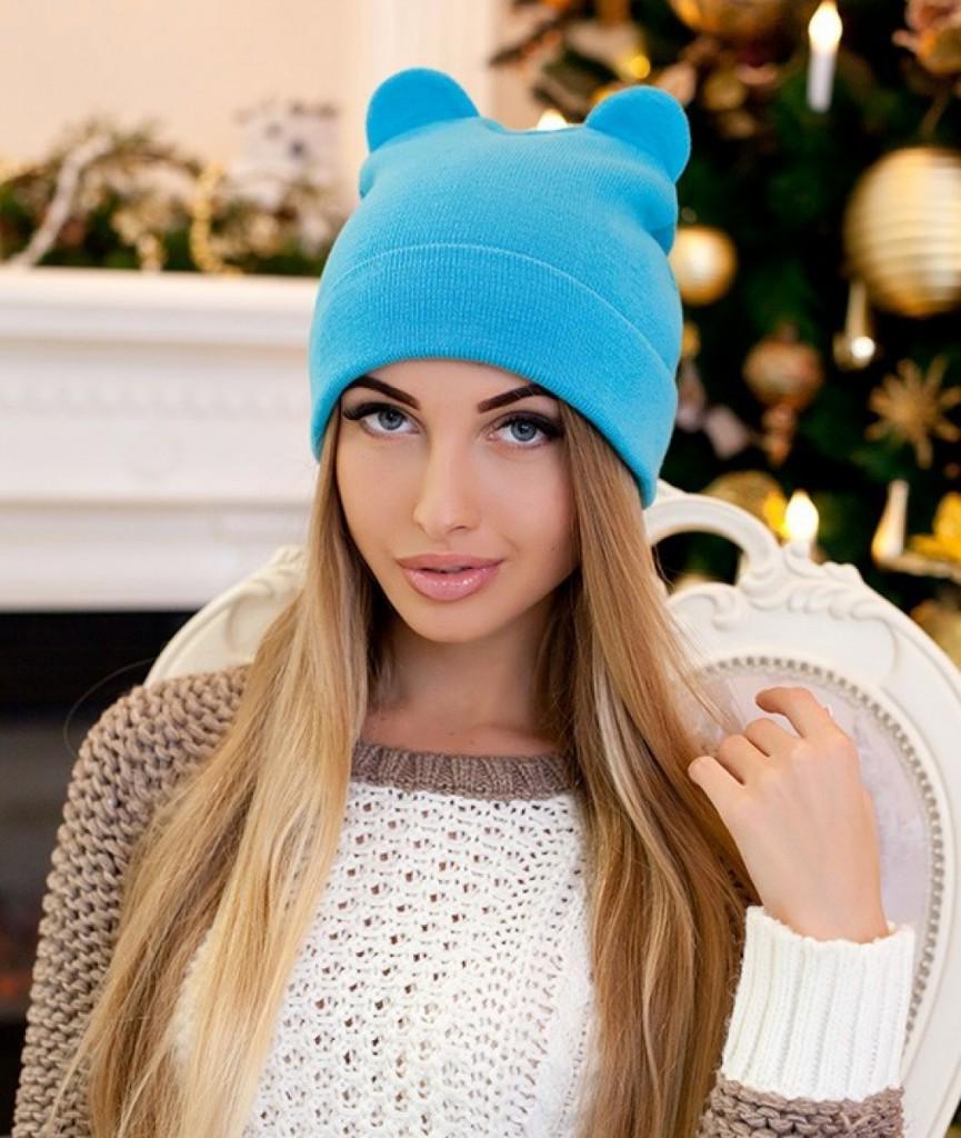 Трикотажная голубая женская шапка с ушками