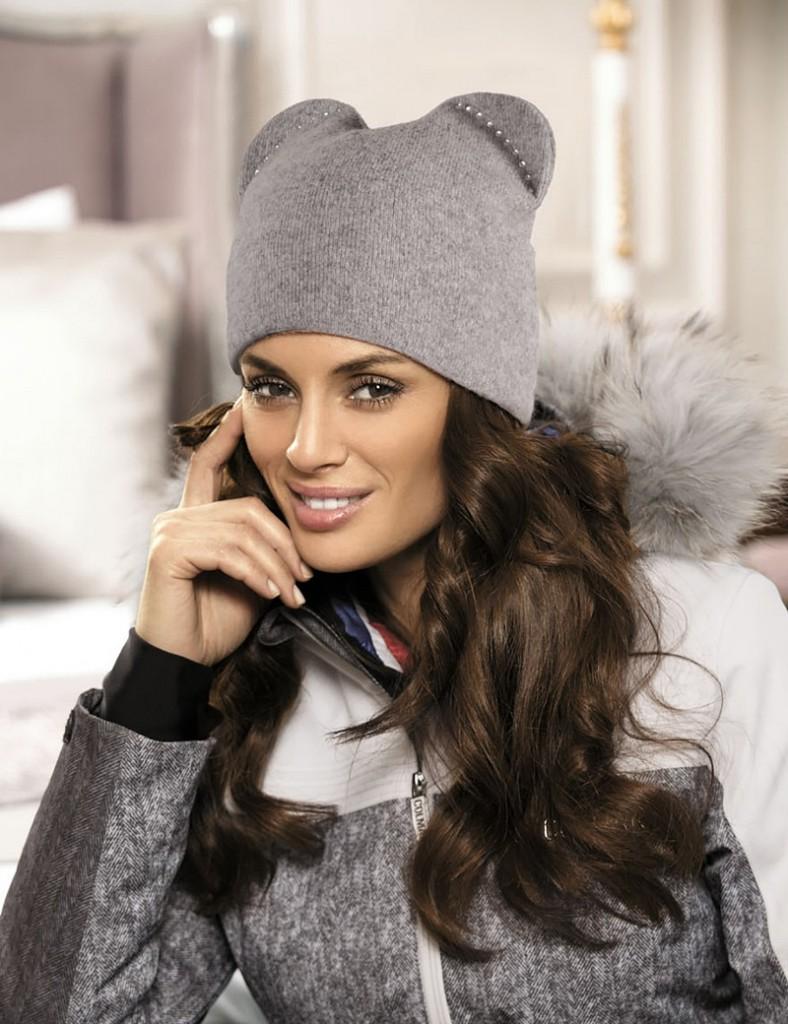 Серая женская шапка с ушками