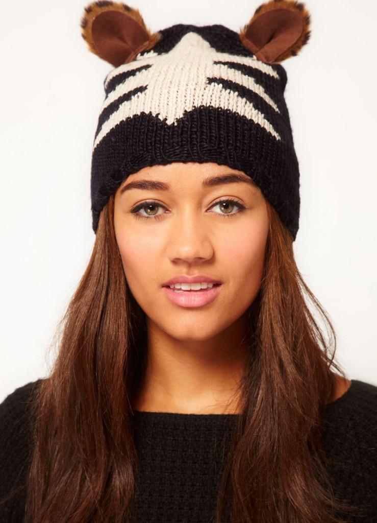 Вязаная женская шапка с ушками