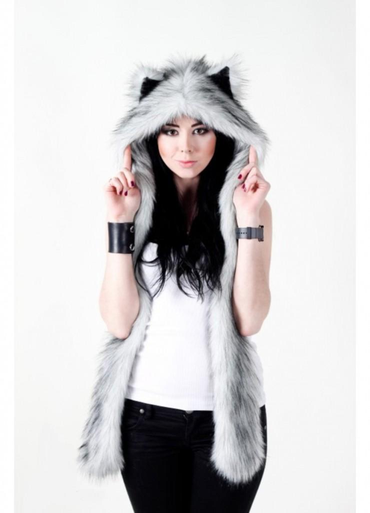 Модная женская волкошапка