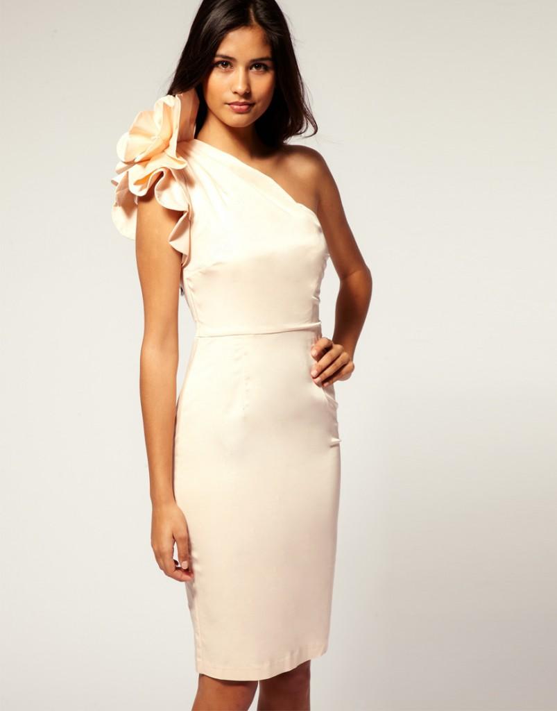 Короткое ассиметричное кремовое платье