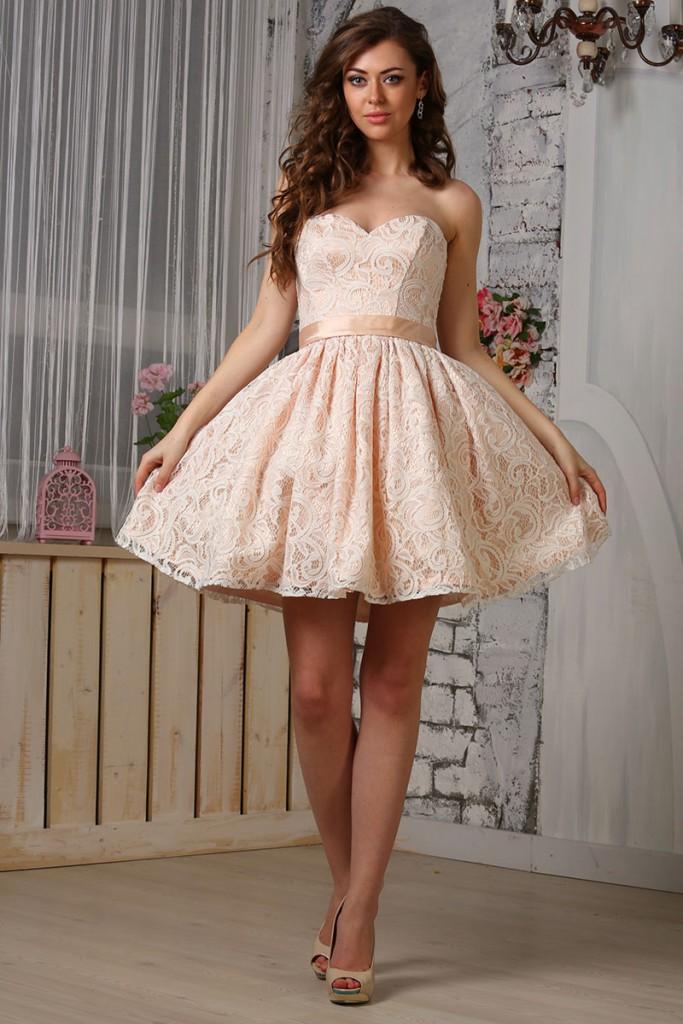 Свадебное короткое кремовое платье с пышной юбкой
