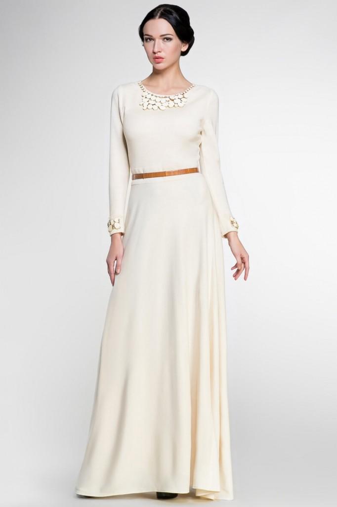 Кремовое платье в пол с поясом