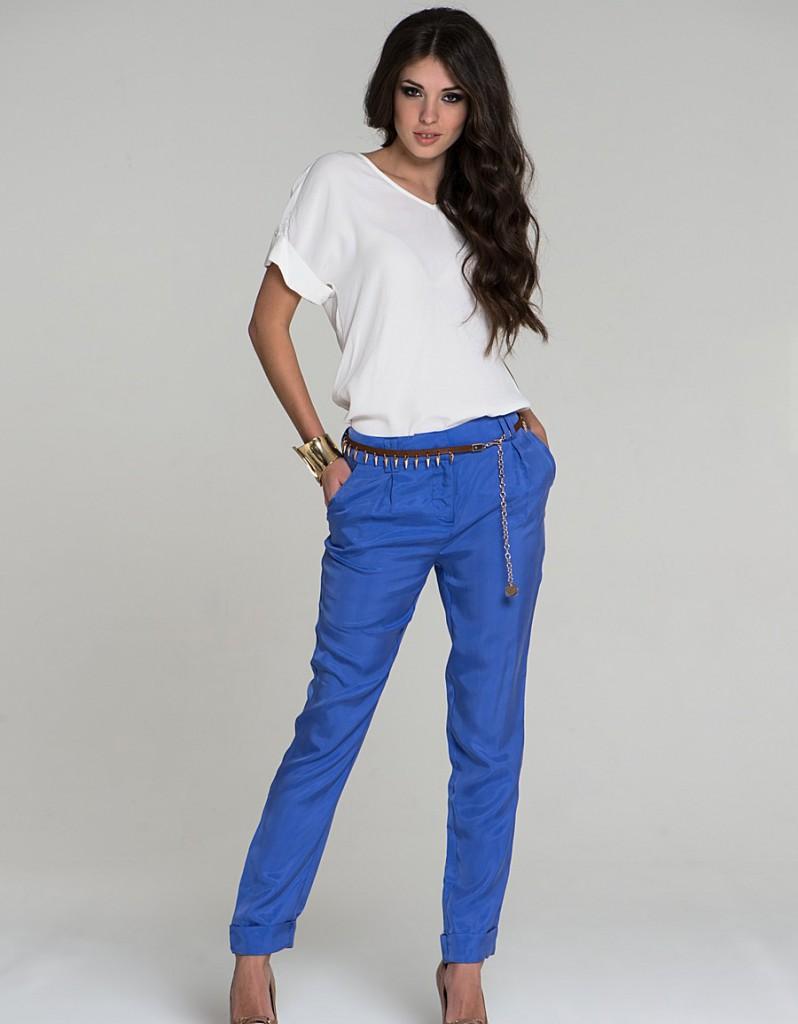 Синие прямые зауженные брюки
