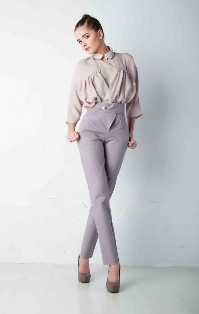 Серые прямые зауженные брюки