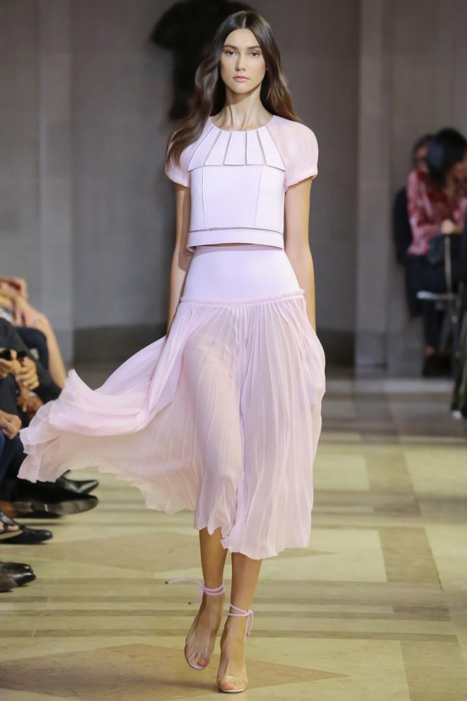 Длинная плиссированная розовая юбка