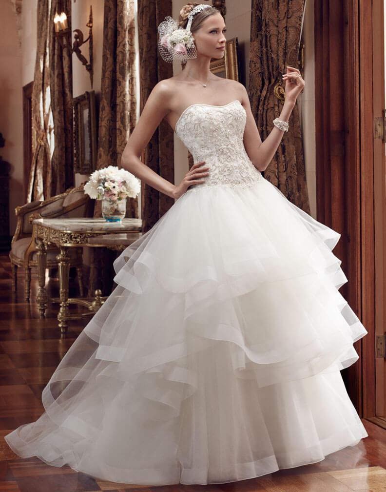 Многослойное свадебное платье с корсетом