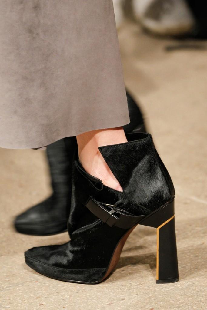 Черные замшевые туфли на толстом каблуке