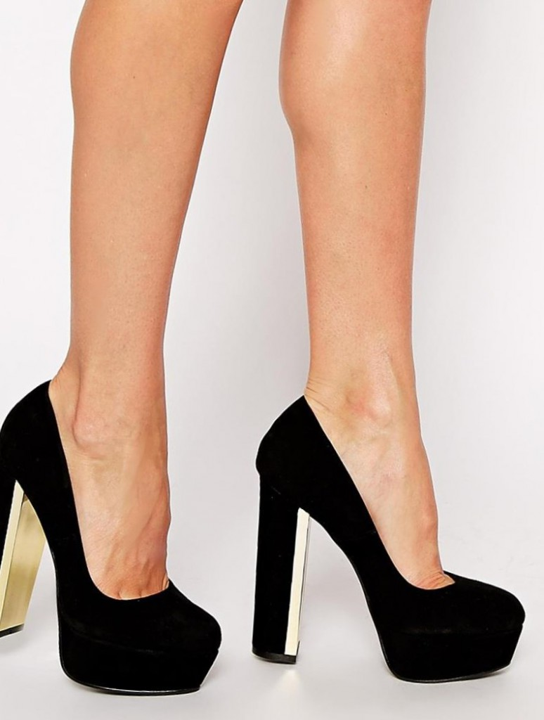 Черные туфли на толстом каблуке с металлической отделкой