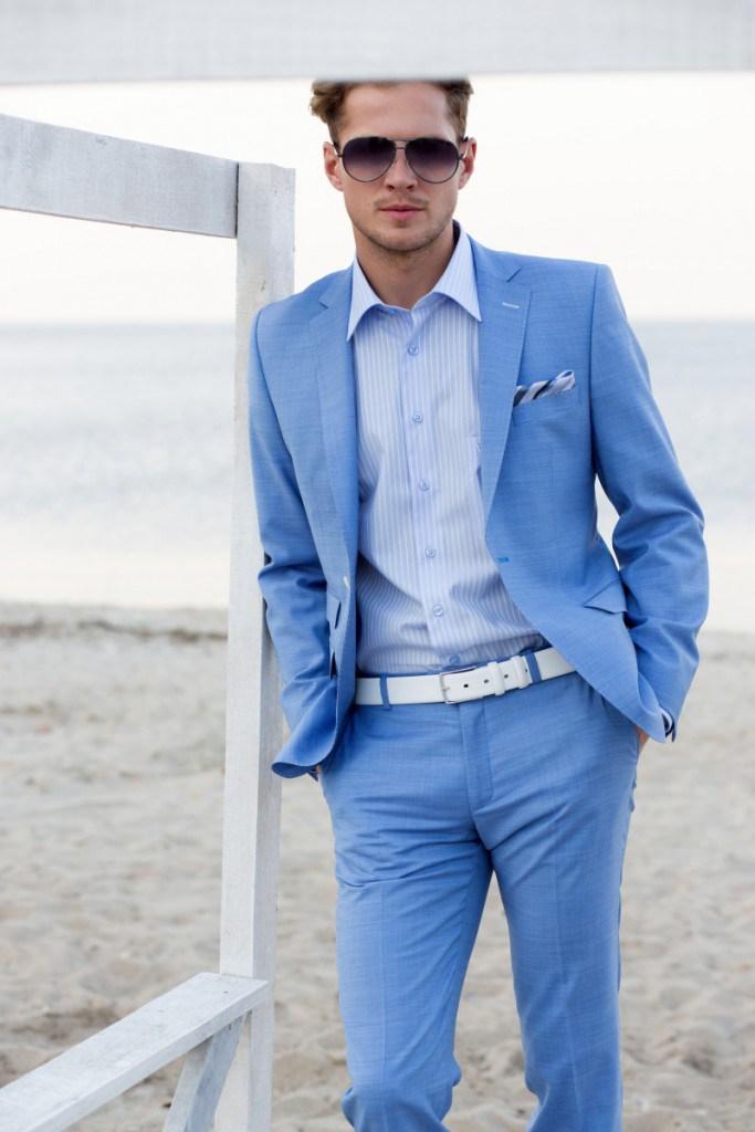 Модный голубой мужской летний костюм