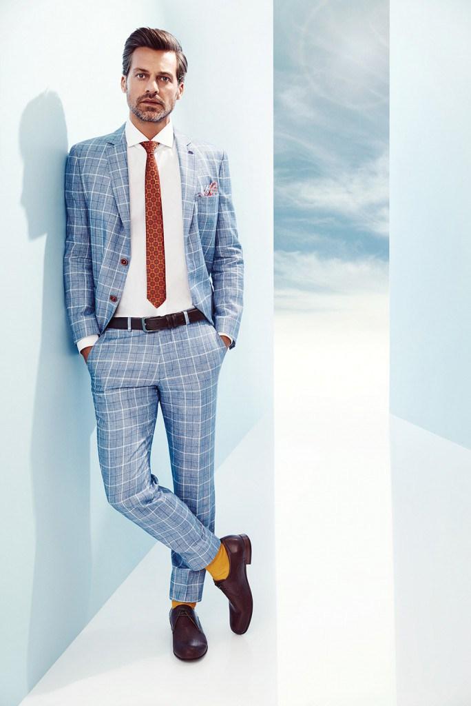 Модный светлый клетчатый мужской летний костюм