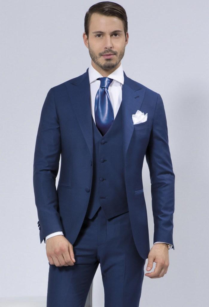 Стильный синий мужской деловой костюм