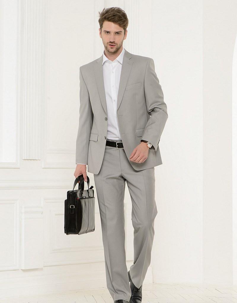 Стильный серый мужской деловой костюм