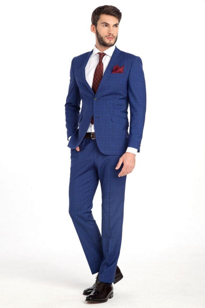 Синий деловой мужской костюм