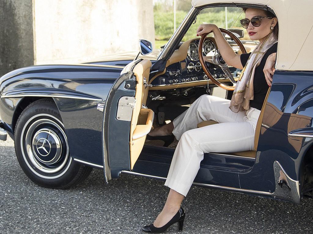 Светлые брюки во французском стиле