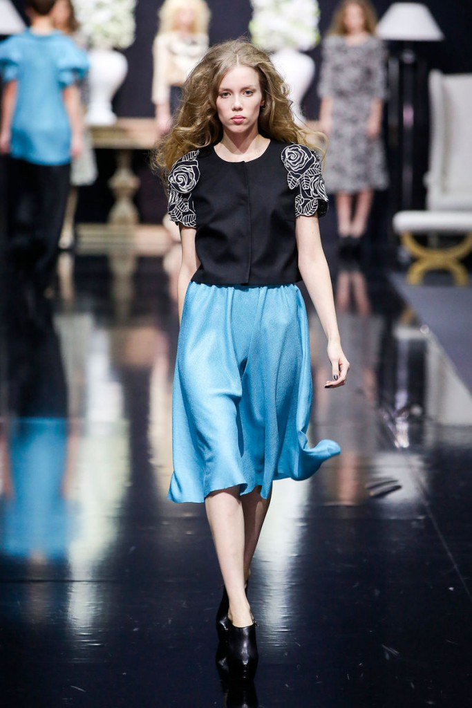 Голубая юбка во французском стиле