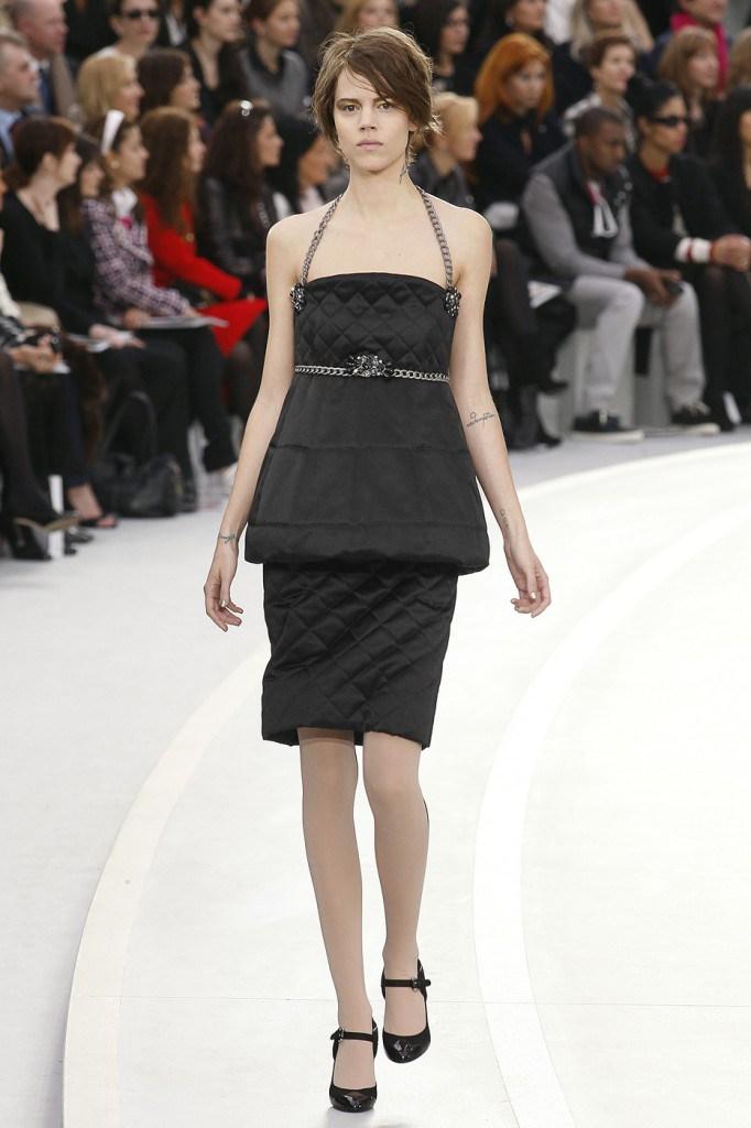 Черное необычное платье во французском стиле