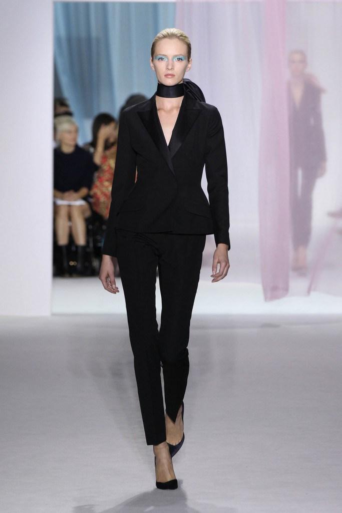 Черный брючный женский классический костюм