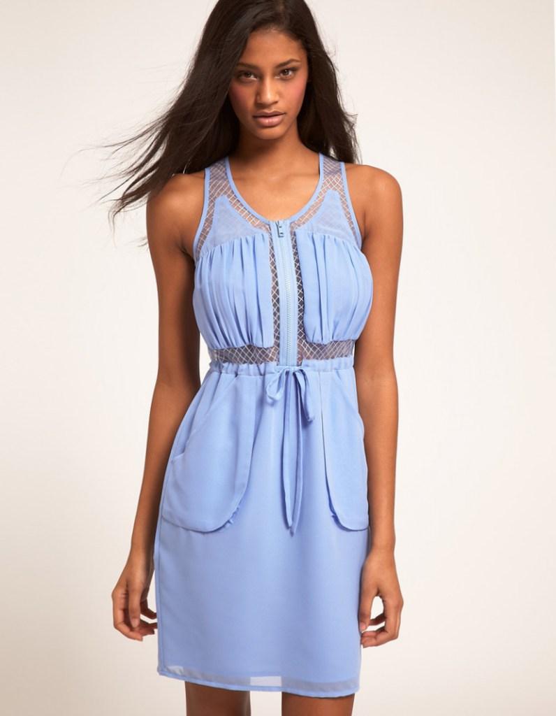 Спортивно-классическое голубое платье