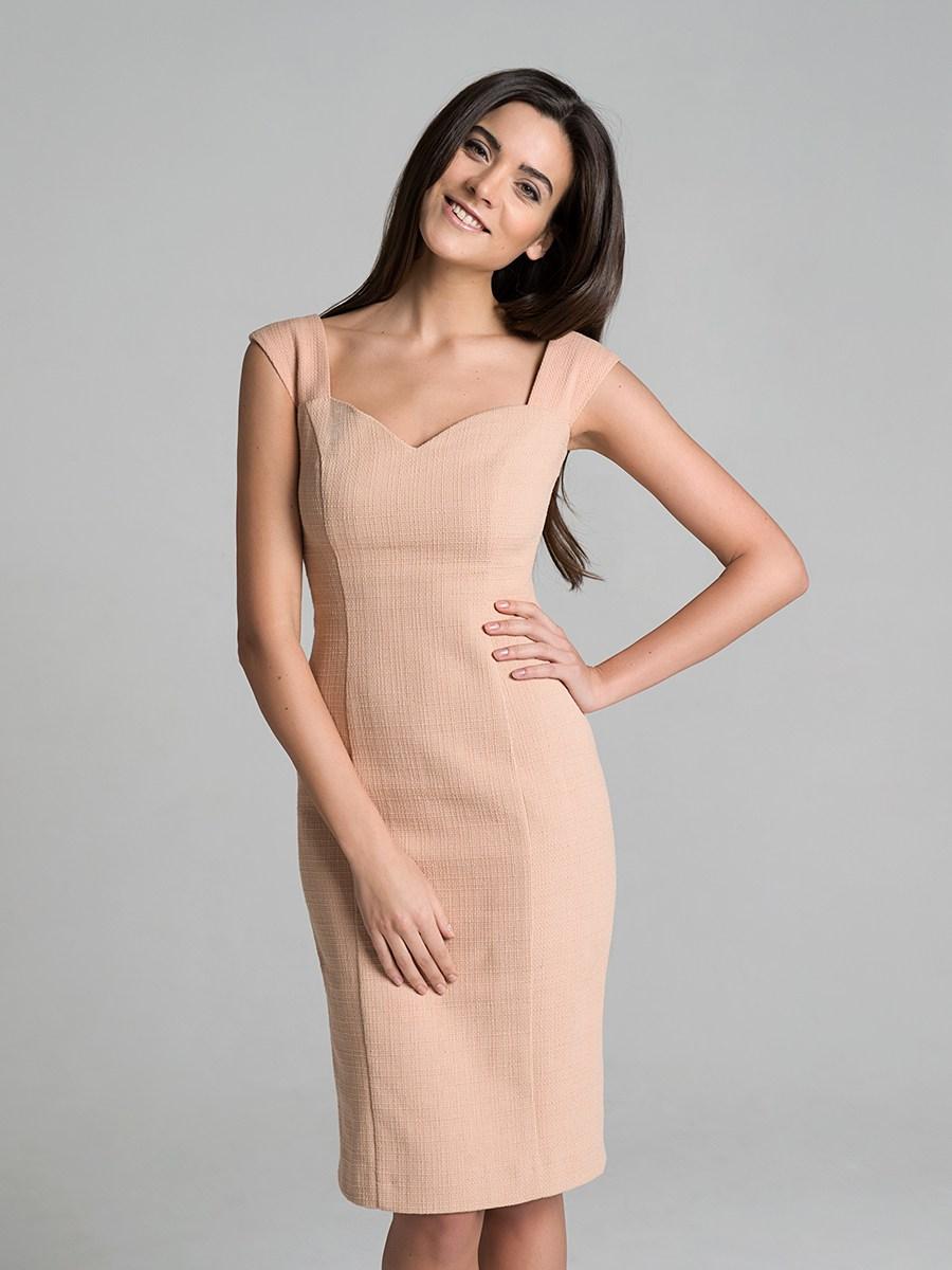 Бежевое классическое платье с