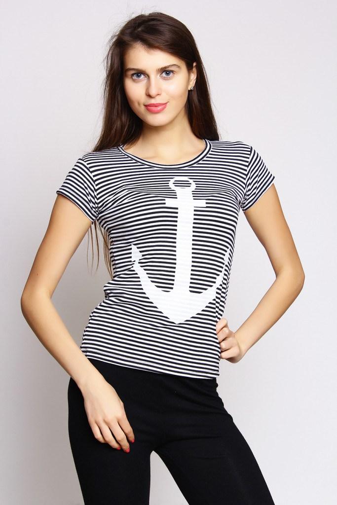 Красивая женская футболка в морском стиле