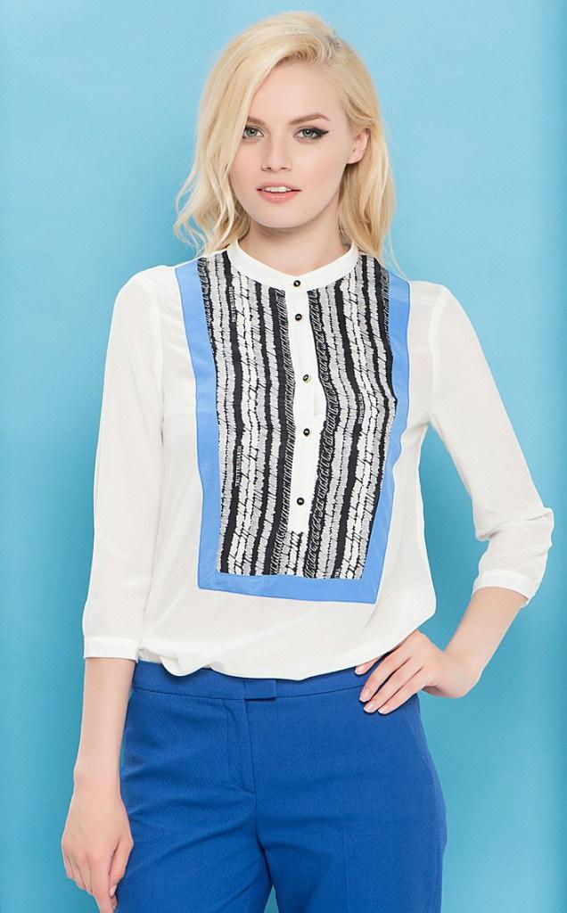Светлая блуза в морском стиле