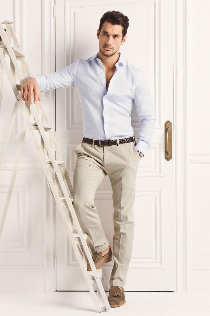 Светлая рубашка и бежевые брюки в стиле business casual