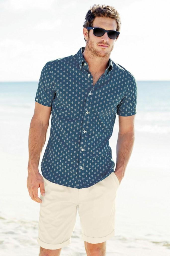 Пляжный мужской образ с шортами в стиле casual