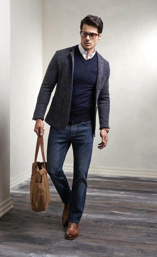 Мужской образ с джинсами, футболкой и жакетом в стиле smart casual