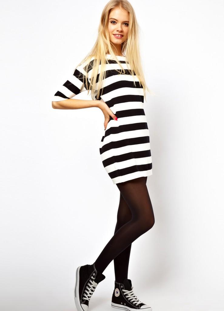 Черно-белое платье с кедами